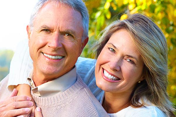 coppia con denti sani